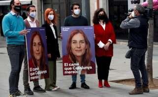 La candidata de Catalunya en Comú-Podem, Jéssica Albiach, y otros cabezas de lista de su formación tras la presentación del lema de campaña del partido a las elecciones catalanas, el 25 de enero de 2021 en Barcelona | EFE/TA