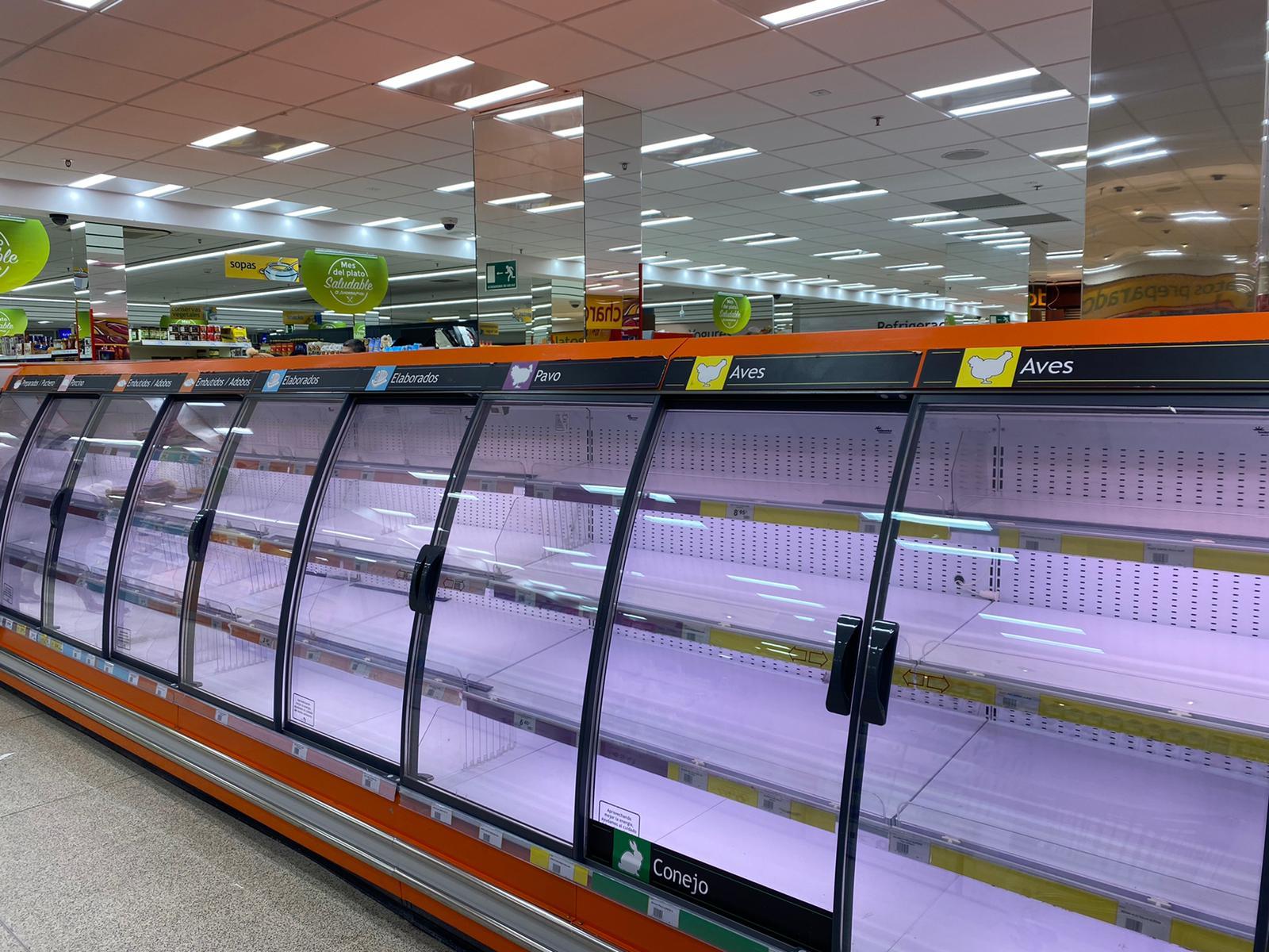 El paso de Filomena por Madrid impide la reposición en la reposición en los supermercados y comercios./ Noelia Tabanera