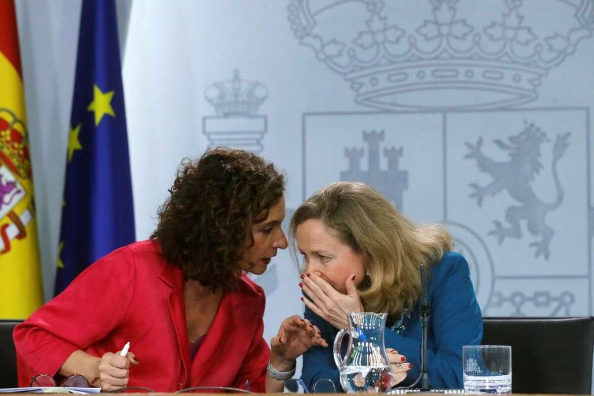 Maria Jesús Montero y Nadia Calviño en una rueda de prensa posterior al Consejo de Ministros / EFE