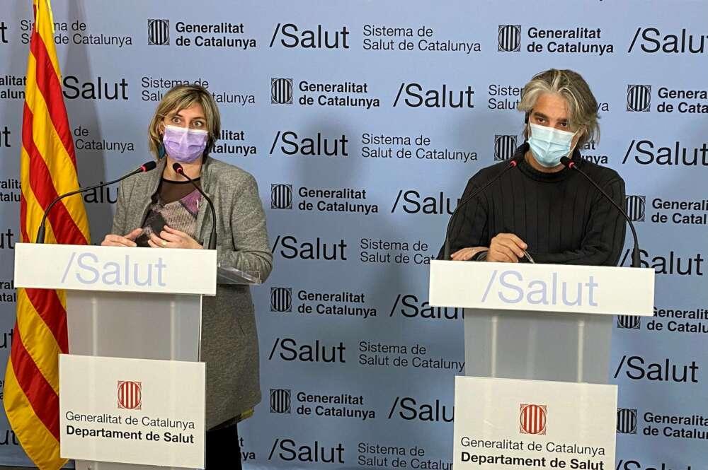 La consejera catalana de Salud, Alba Vergés, y el coordinador de la unidad de seguimiento de Covid-19 en Cataluña, Jacobo Mendioroz, en una rueda de prensa el 11 de enero de 2021 | Premsa/Generalitat de Catalunya