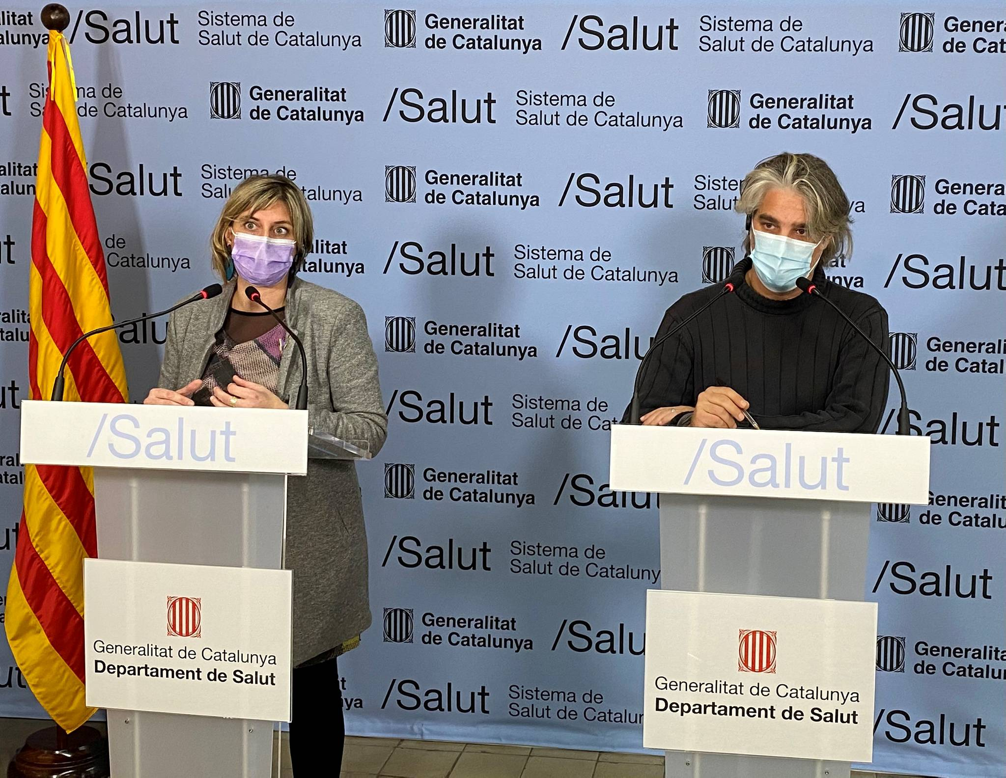 La consejera catalana de Salud, Alba Vergés, y el coordinador de la unidad de seguimiento de Covid-19 en Cataluña, Jacobo Mendioroz, en una rueda de prensa el 11 de enero de 2021   Premsa/Generalitat de Catalunya