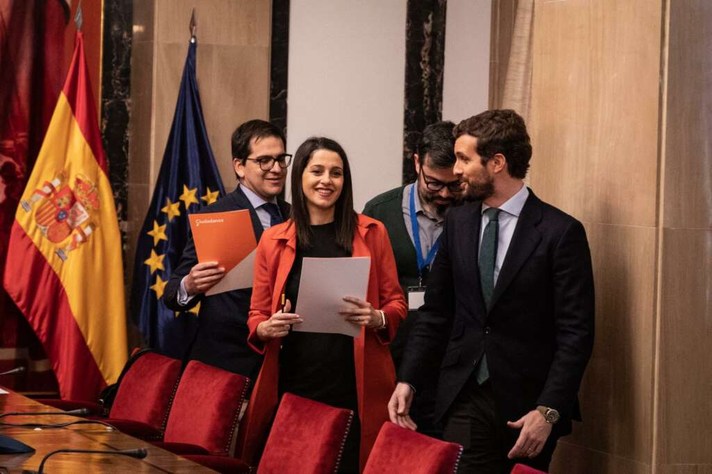 Inés Arrimadas y Pablo Casado, durante una reunión. / EFE