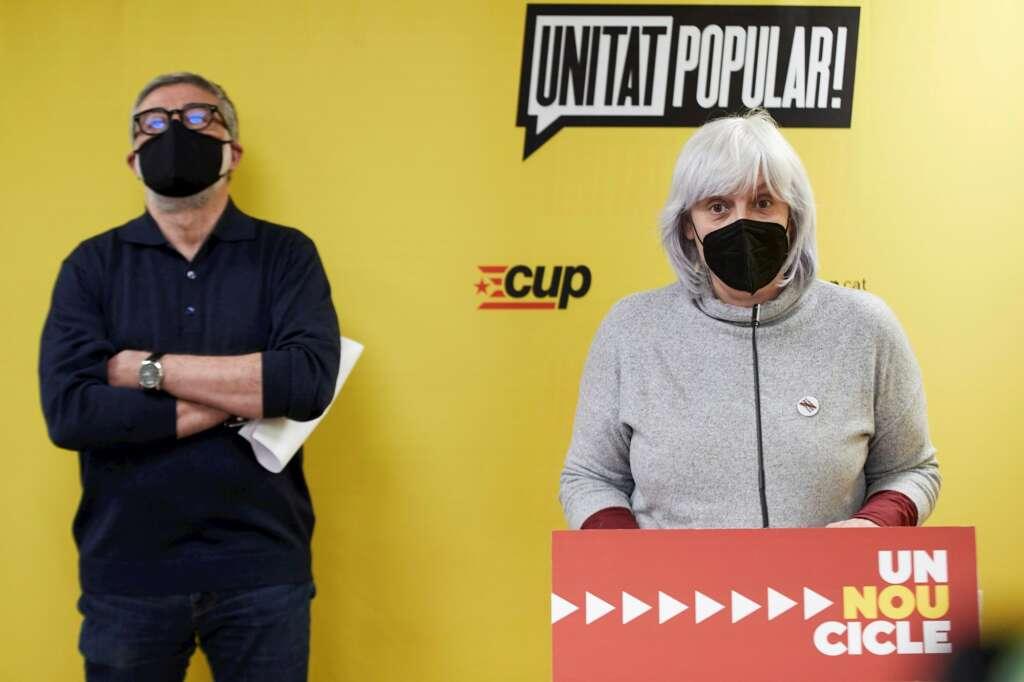 Los candidatos de la CUP a las elecciones catalanas del 14-F, Carles Riera y Dolors Sabater, durante una rueda de prensa en Barcelona, el 16 de febrero de 2021 | EFE/AG/Archivo