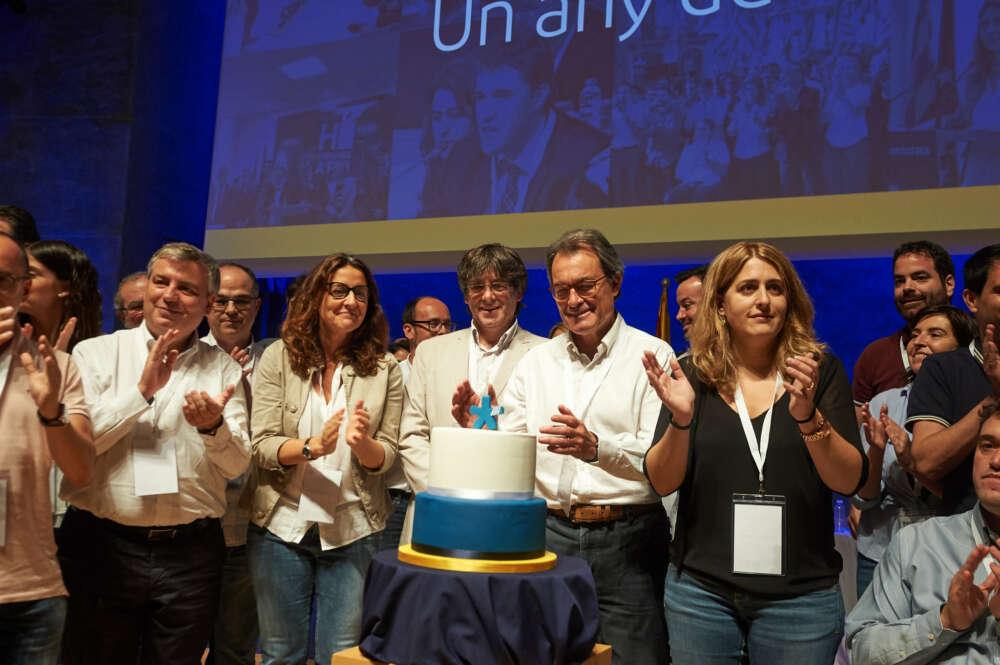 Los expresidentes de la Generalitat, Carles Puigdemont y Artur Mas, en el acto del primer aniversario del Pdecat / Partit Demòcrata