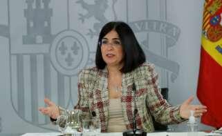 La ministra de Sanidad, Carolina Darias, exige a las comunidades autónomas que cumplan el plan nacional de vacunación en rueda de prensa en la Moncloa. EFE/ Juan Carlos Hidalgo