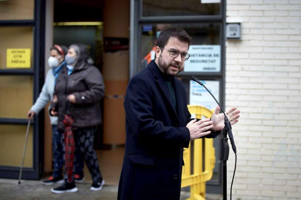 El candidato de ERC a las elecciones catalanas, Pere Aragonès, en una comparecencia después de votar el 14 de febrero de 2021 en Pineda del Mar (Barcelona)   EFE/DB