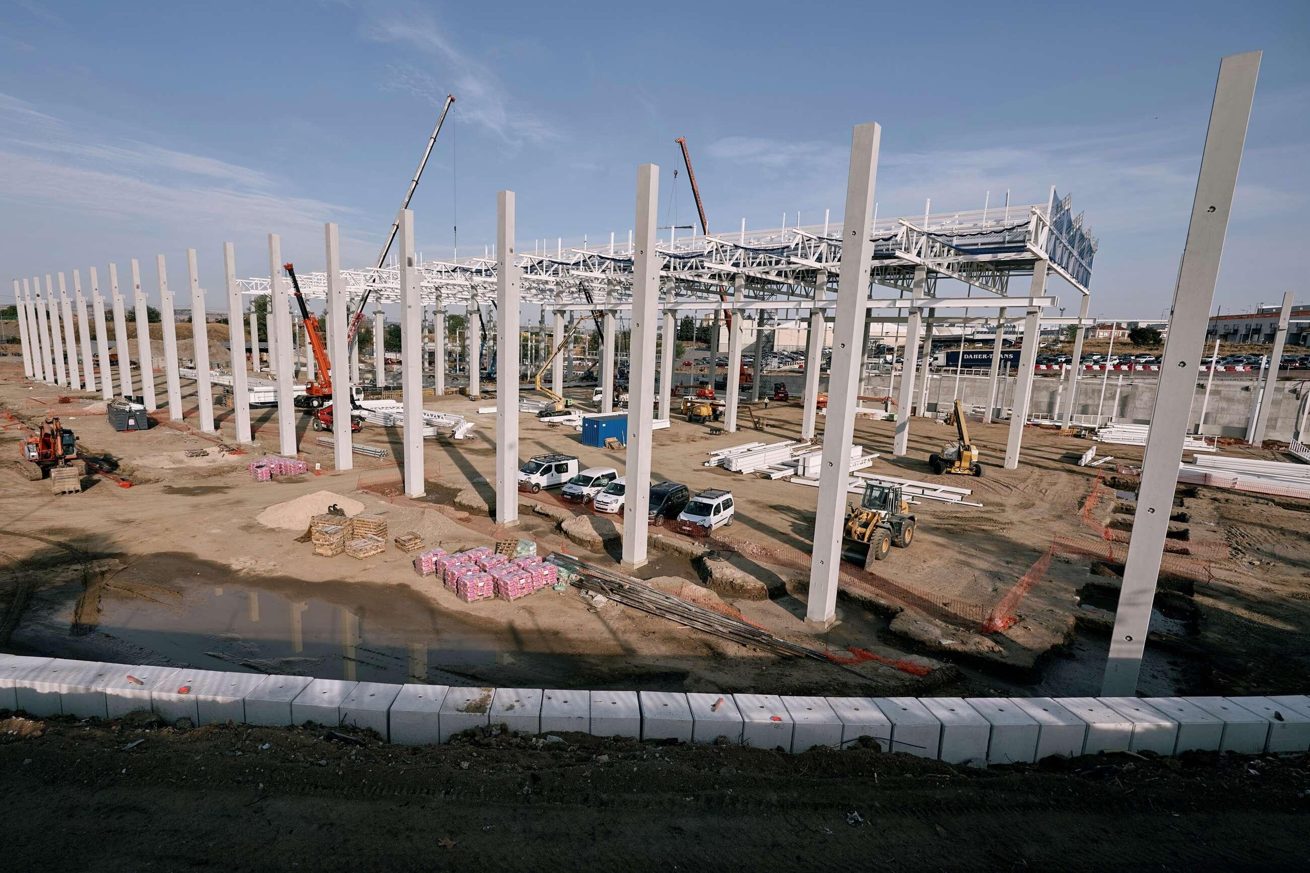 Estado actual de las obras de construcción de las nuevas instalaciones del proyecto de reconversión de la planta de Nissan en Ávila, en el único centro para la fabricación y distribución de piezas de recambio para la Alianza Renault-Nissan-Mitsubishi en Europa. EFE/Raúl Sanchidrián