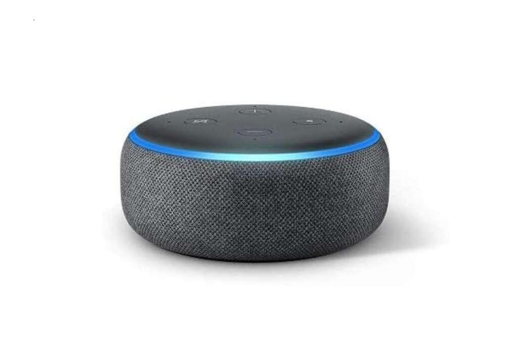 Altavoz Echo Dot, que viene con el pack de Amazon de su robot aspirador barato de Roomba