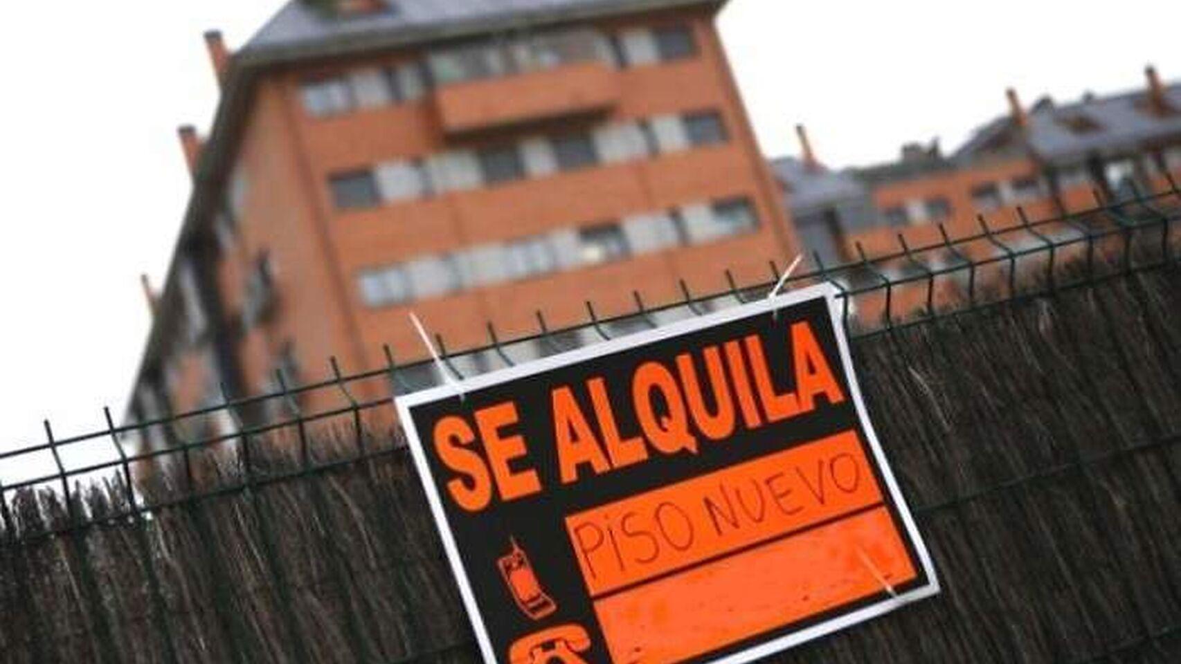 "Imagen de un cartel de ""se alquila""./ EFE"