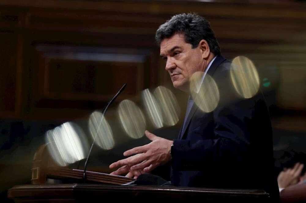 El ministro de Inclusión, Seguridad Social y Miraciones, José Luis Escrivá, durante una intervención en el pleno del Congreso. EFE/Chema Moya