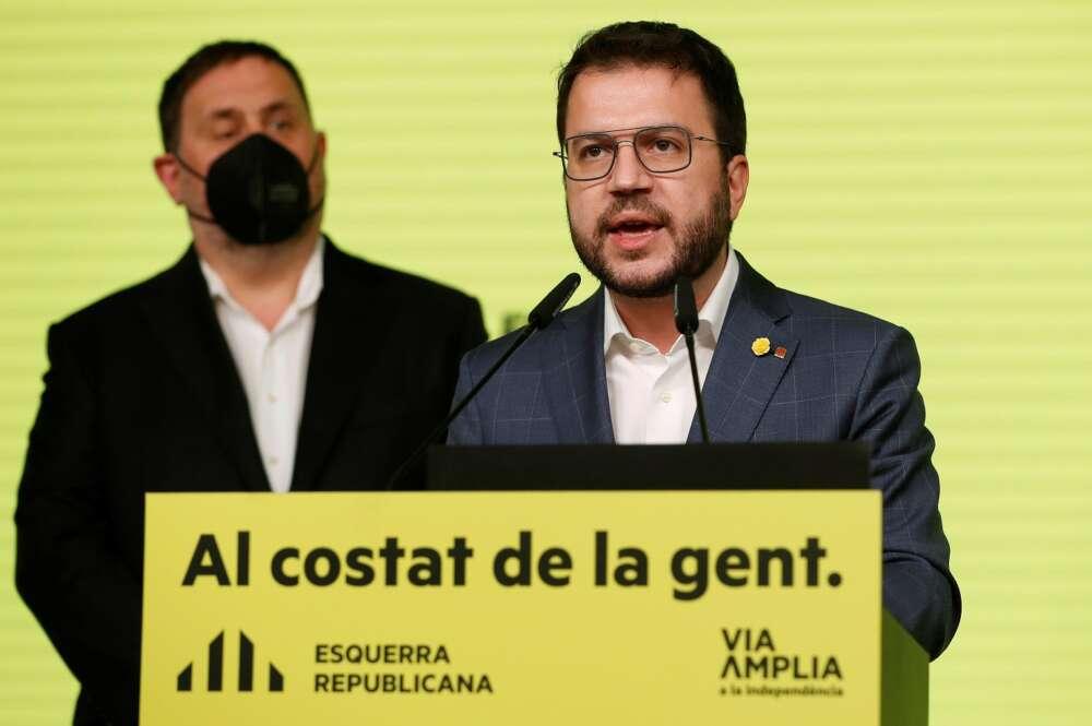 El candidato de ERC, Pere Aragonès, y Oriol Junqueras en una comparecencia el 14 de febrero de 2021 para valorar los resultados de las elecciones catalanas   EFE/AE