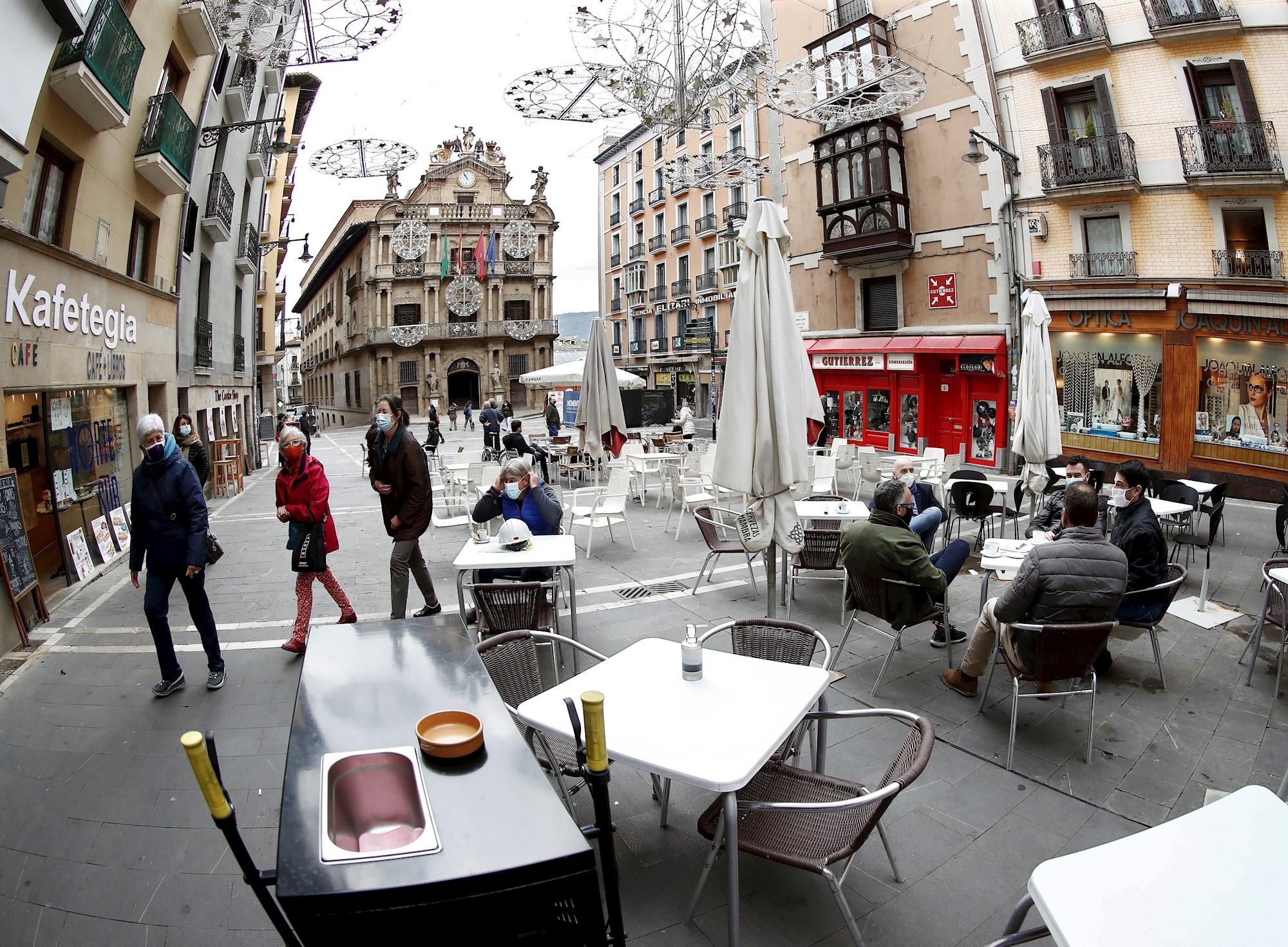 Aspecto de una terraza de un bar de Navarra, afectado por las restricciones del coronavirus. EFE