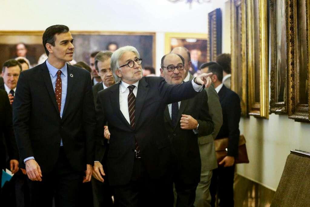 Pedro Sánchez y Josep Sánchez-Llibre en Foment, acompañados de empresarios como Ángel Simón (Agbar) y Jordi Gual (Caixabank). EFE