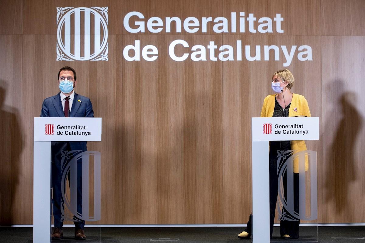 El vicepresidente de la Generalitat en funciones, Pere Aragonès, y la consejera de Salud, Alba Vergés, durante una rueda de prensa el 23 de marzo de 2021 en Barcelona | EFE/QG