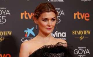 La actriz Marta Niego, una de las insultadas por los comentarios machistas que se escucharon en el Facebook de RTVE, a su llegada a la gala de la 35 edición de los Premios Goya, el 6 de marzo de 2021 en Málaga | EFE/JZ