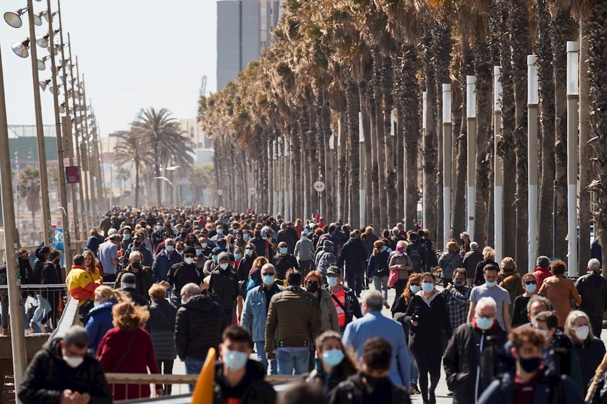 Vista del paseo marítimo de Barcelona el domingo 21 de marzo de 2021, en el primer fin de semana sin confinamiento comarcal por la Covid-19 | EFE/AG