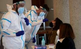 Sigue la lenta mejoría epidémica en Cataluña y descienden los pacientes en UCI. EFE/Alejandro García/Archivo