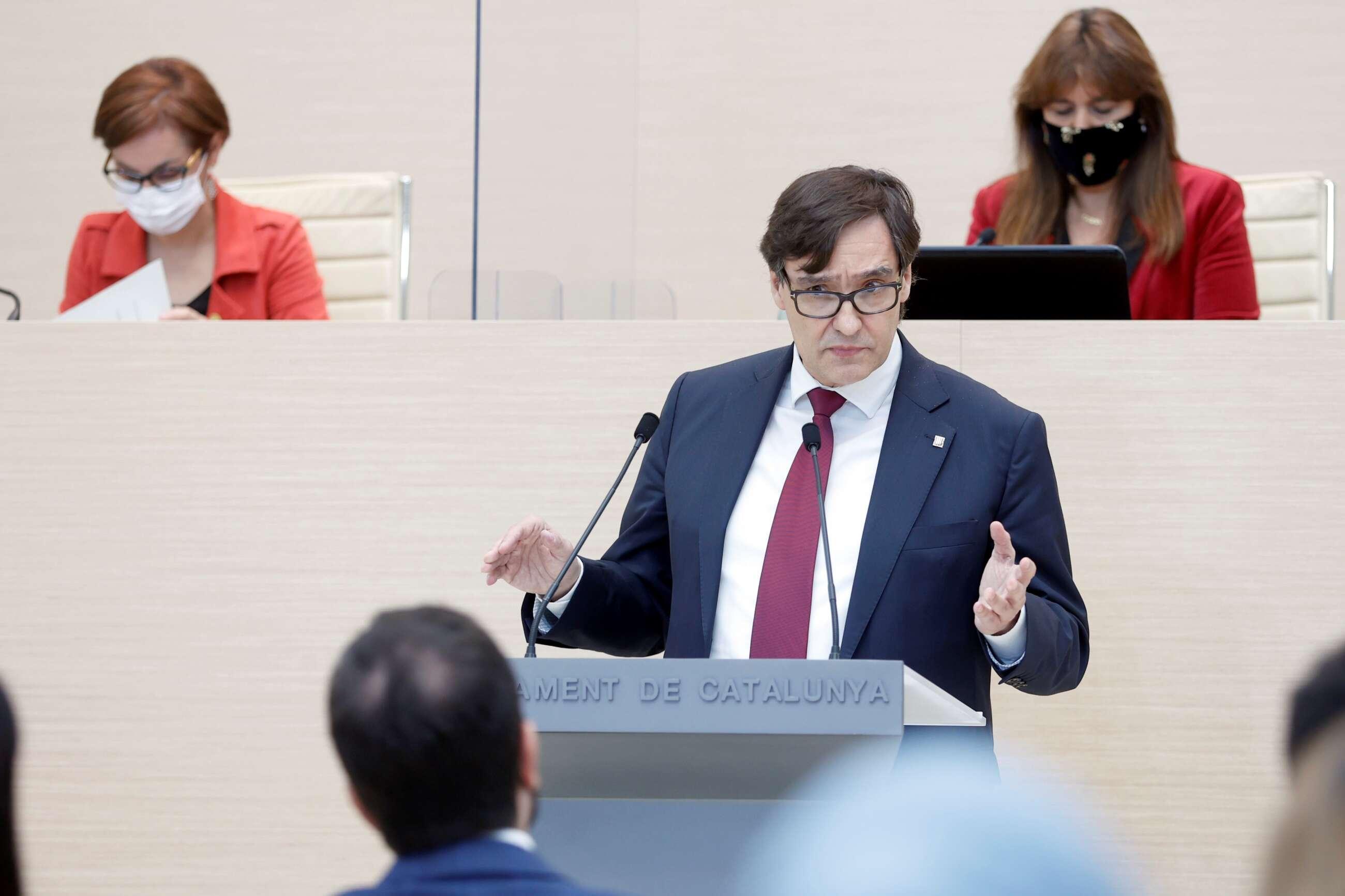 El lider del PSC, Salvador Illa, durante su intervencion en la segunda sesión del debate de investidura del candidato de ERC a la presidencia de la Generalitat, Pere Aragonès, celebrada este martes / EFE