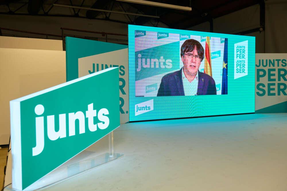 El expresidente de la Generalitat, Carles Puigdemont, en un acto de Junts per Catalunya por vía telemática / Julio Díaz