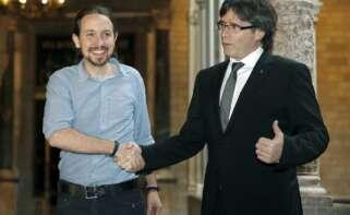 Pablo Iglesias y Carles Puigdemont en una reunión en Barcelona, en abril de 2016 | EFE/AD/Archivo