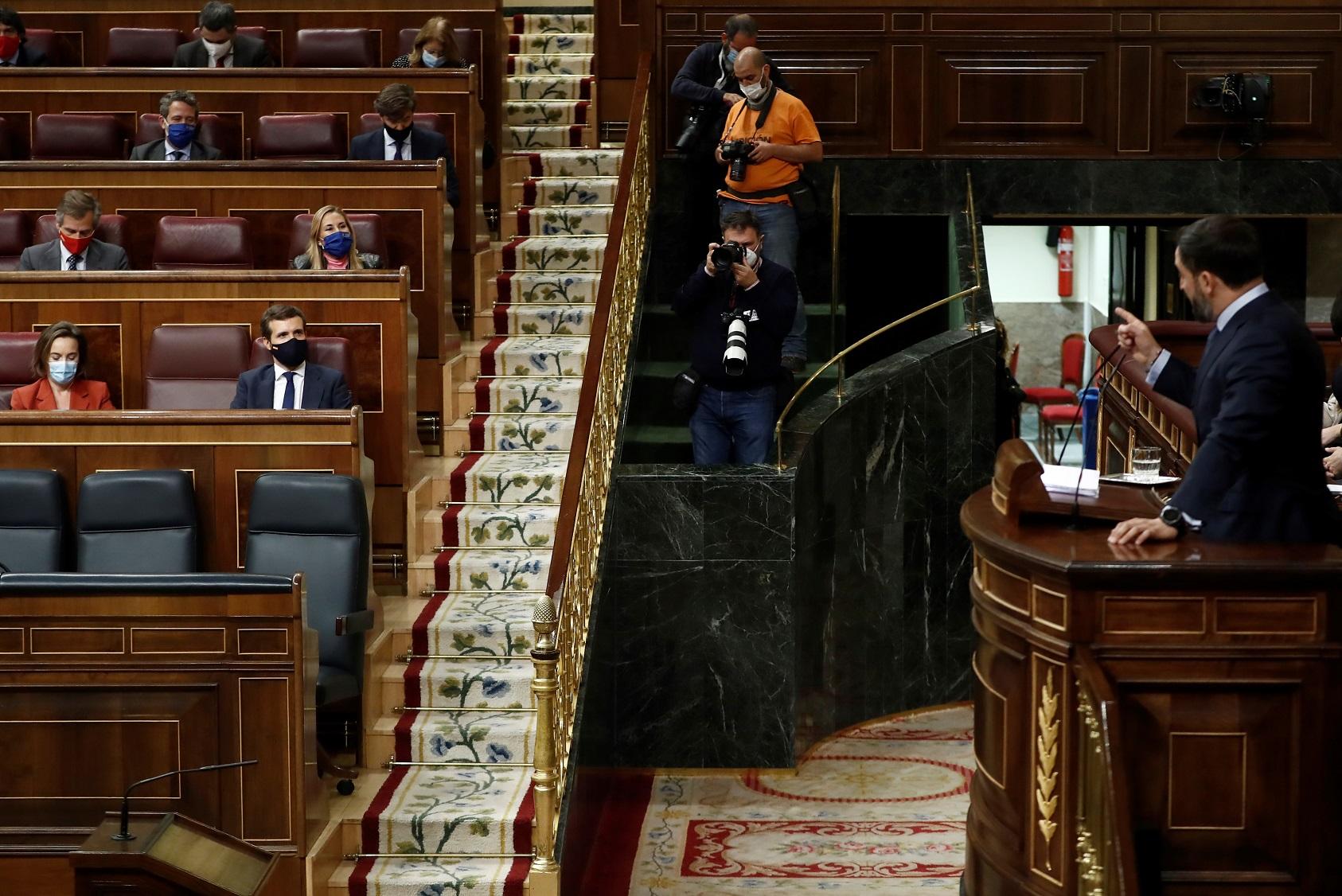 Santiago Abascal interpela a Pablo Casado en el debate de la moción de censura de Vox contra Pedro Sánchez, el 22 de octubre de 2020 en el Congreso de los Diputados | EFE/Mariscal/Archivo