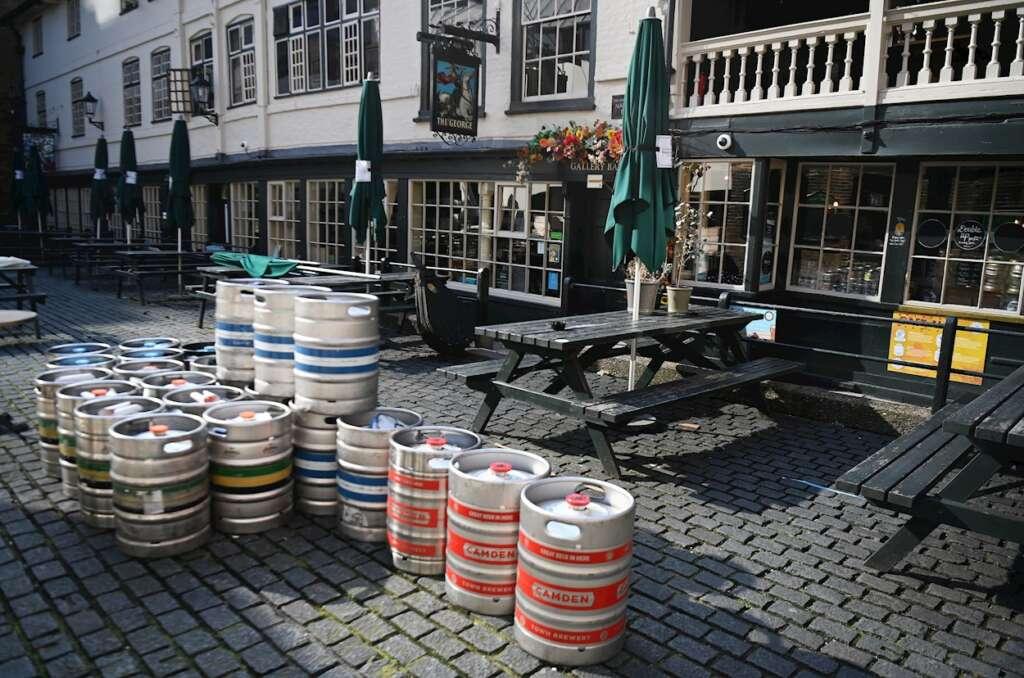 Un pub cerrado en Londres durante el confinamiento./ EFE/EPA/ANDY RAIN