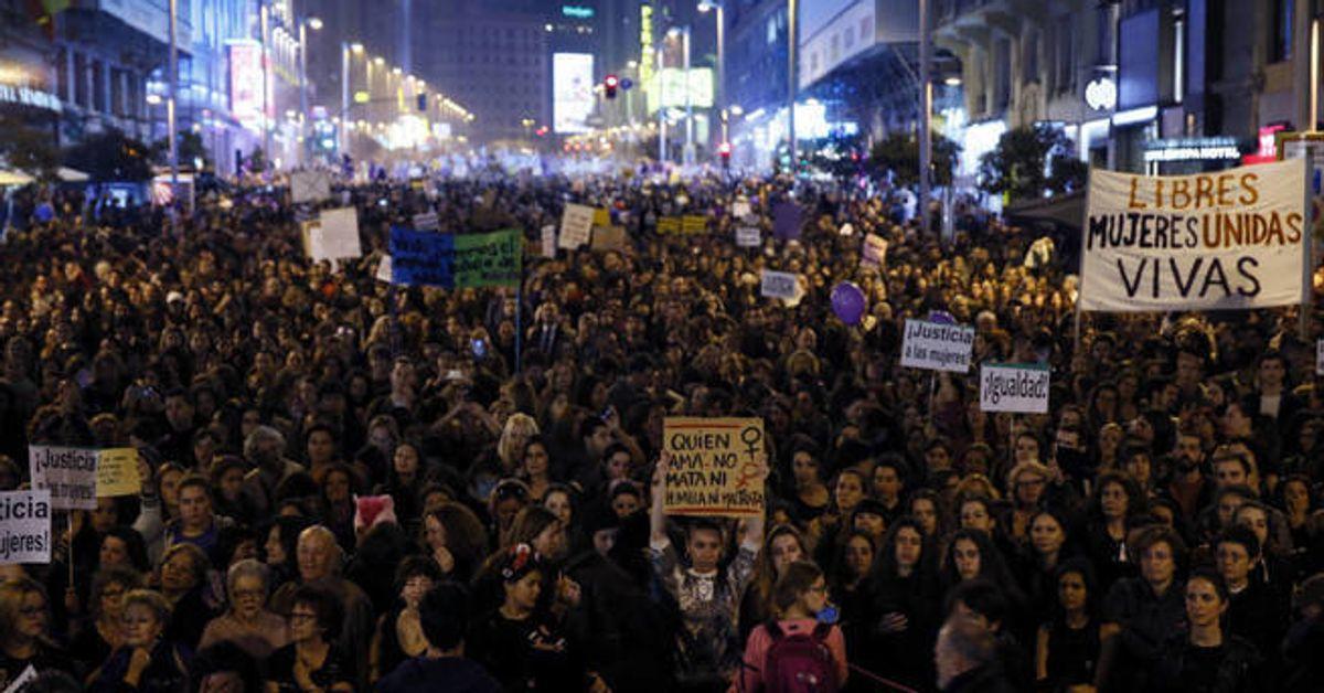 Miles de personas se concentran en Madrid en los actos del 8-M del Día de la Mujer. EFE