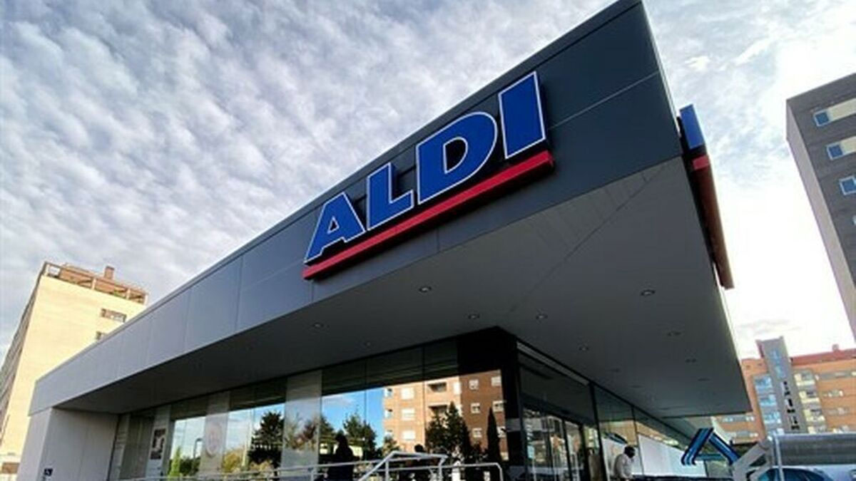 Imagen exterior de un supermercado de Aldi. que promociona las sartenes de Pepe Rodríguez (Master Chef)