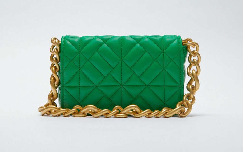 'Bolso hombro midi acolchado cadena' de Zara