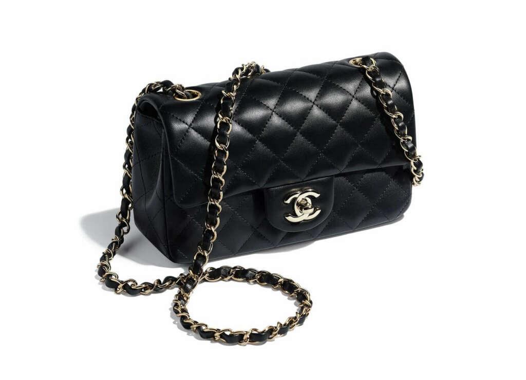 Bolso mini con solapa de Chanel