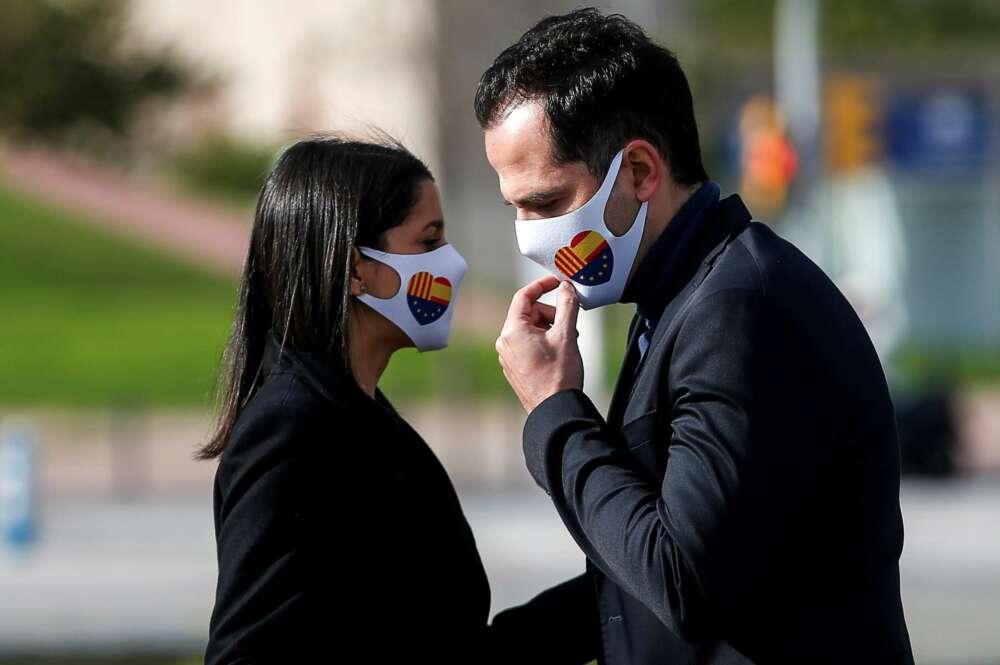 La presidenta de Ciudadanos, Inés Arrimadas (i), junto a Ignacio Aguado durante la campaña electoral catalana. EFE/Quique García/Archivo