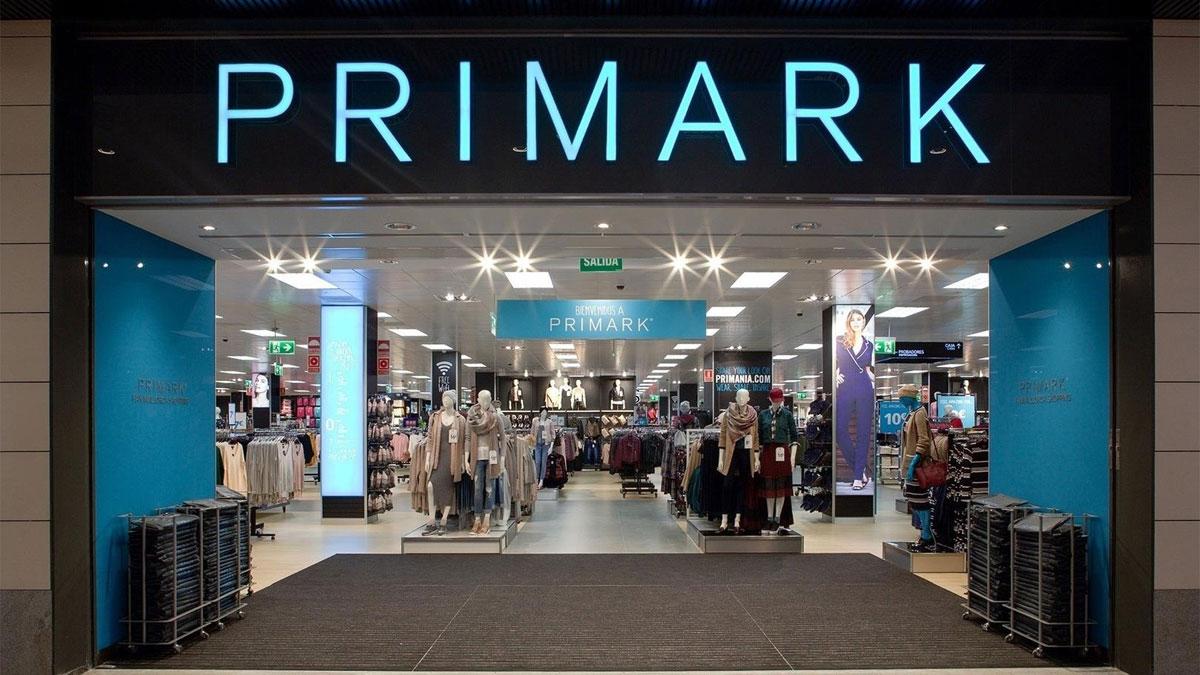 Un establecimiento de Primark que comercializa el vestido que clona al de Dior de Lady Di