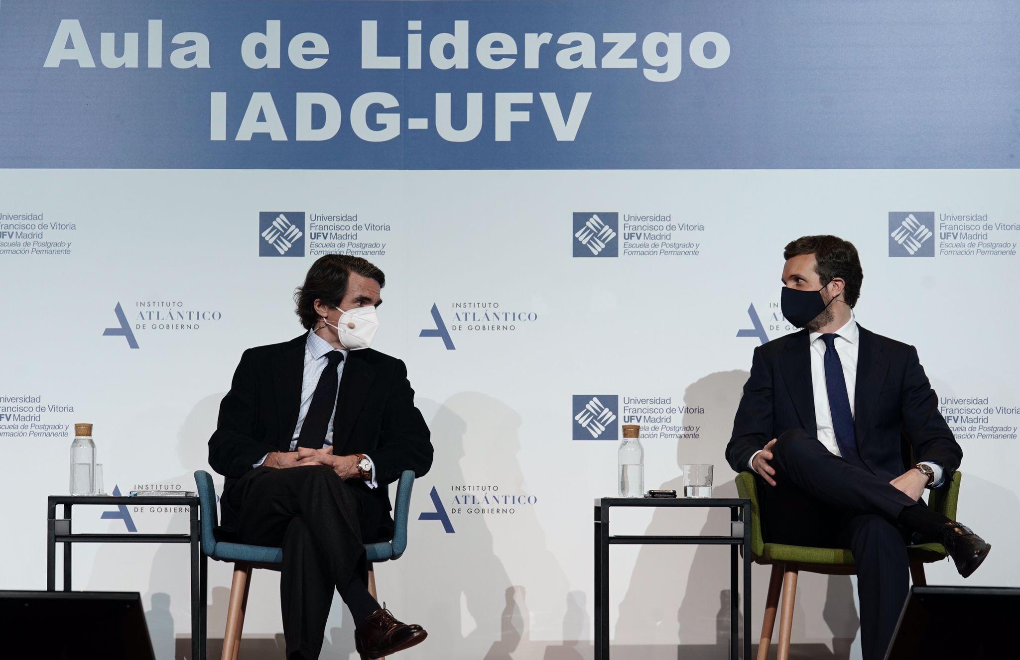 El ex presidente José María Aznar y el líder del Partido Popular, Pablo Casado. Foto: David Mudarra/PP