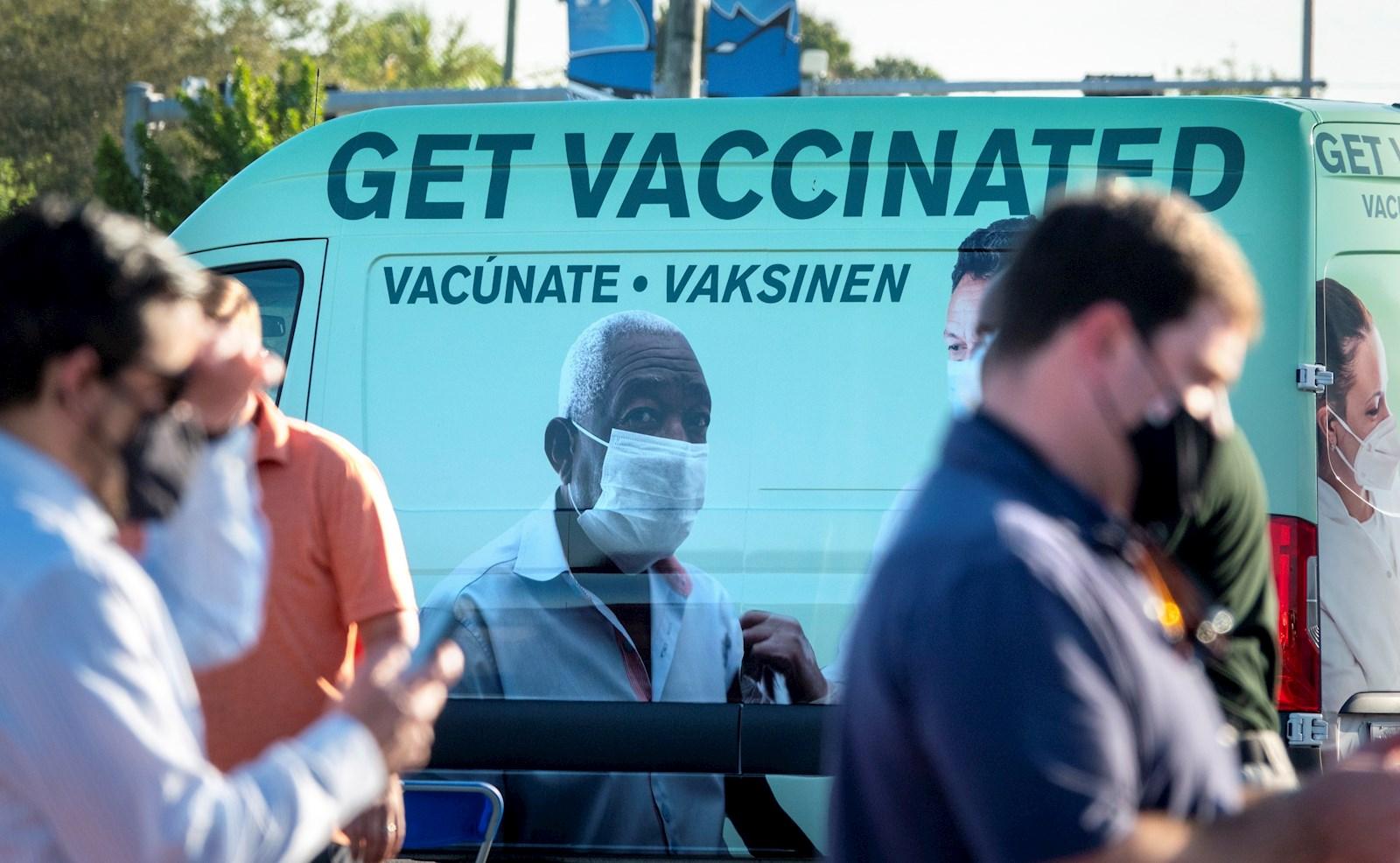 Este jueves se han habilitado dos nuevos sitios de vacunación que cuentan con apoyo de la Agencia Federal para el Manejo de Emergencias (FEMA, por su sigla en inglés) en el sur de Florida, donde se concentran el mayor número de casos en este estado. EFE/EPA/CRISTOBAL HERRERA-ULASHKEVICH/Archivo
