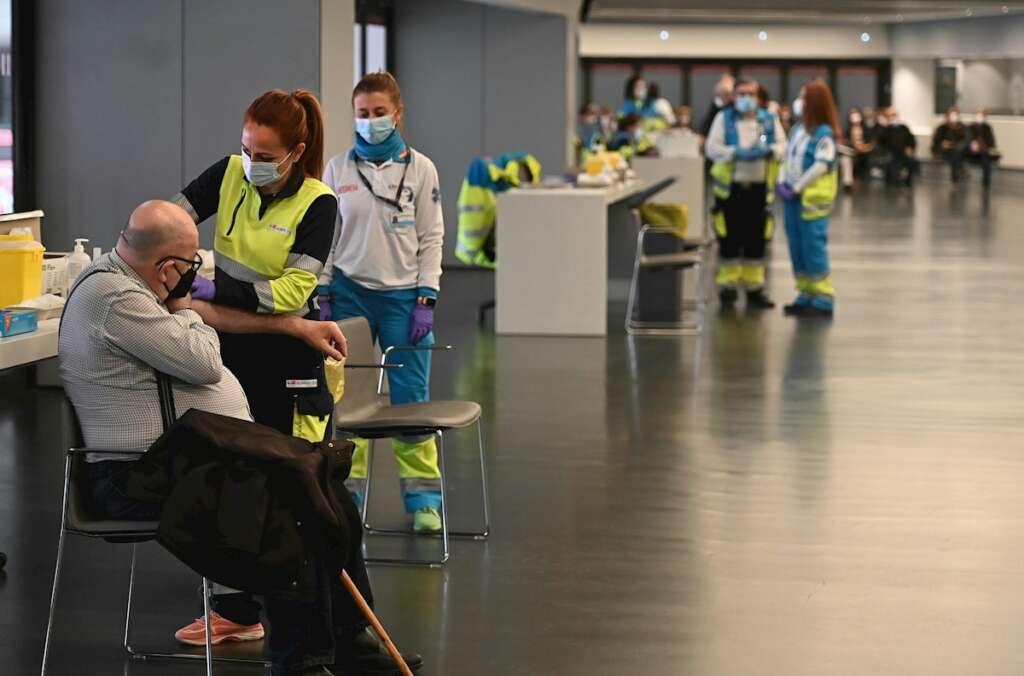 Vacunación con Astrazeneca en el estadio Wanda Metropolitano de Madrid, el 30 de marzo de 2021 | EFE/FV