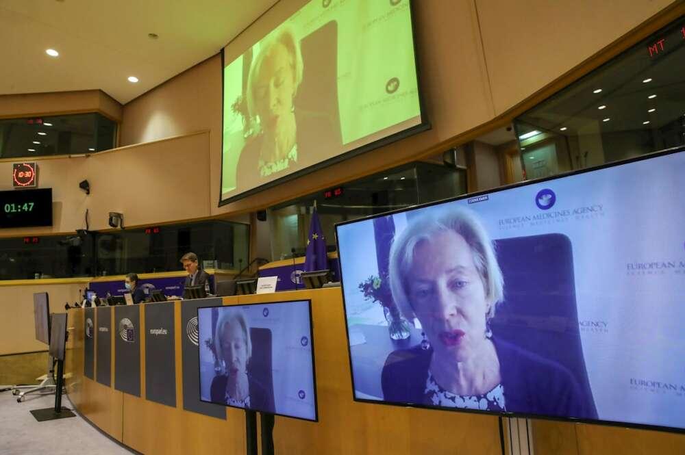 La directora de la Agencia Europea del Medicamento (EMA), Emer Cooke, en su intervención de este martes en la Eurocámara./ EFE