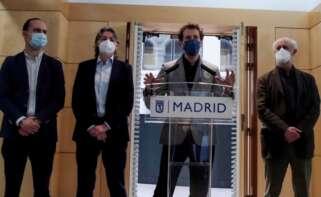 Los concejales de Más Madrid Marta Higueras (2i), Felipe Llamas (d), Luis Cueto (i) y José Manuel Calvo (2d), durante la rueda de prensa ofrecida este jueves para analizar la situación de la formación en el ayuntamiento de la capital