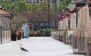 Imagen de una terraza vacía en Barcelona./ EFE