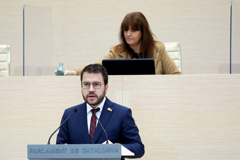 El candidato de ERC a la presidencia de la Generalitat, Pere Aragonès, y la presidenta del Parlament, Laura Borràs (JxCat), durante el debate de investidura, el 26 de marzo de 2021   EFE/QG/Pool