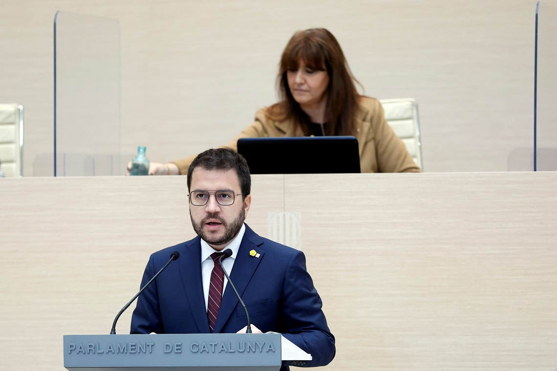 El candidato de ERC a la presidencia de la Generalitat, Pere Aragonès, y la presidenta del Parlament, Laura Borràs (JxCat), durante el debate de investidura, el 26 de marzo de 2021 | EFE/QG/Pool