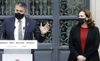 El conseller de Interior, Miquel Sàmper, y la alcaldesa de Barcelona, Ada Colau, tras la reunión que mantuvieron para valorar los disturbios tras las protestas en apoyo de Pablo Hasel, el 1 de marzo de 2021 | EFE/AD