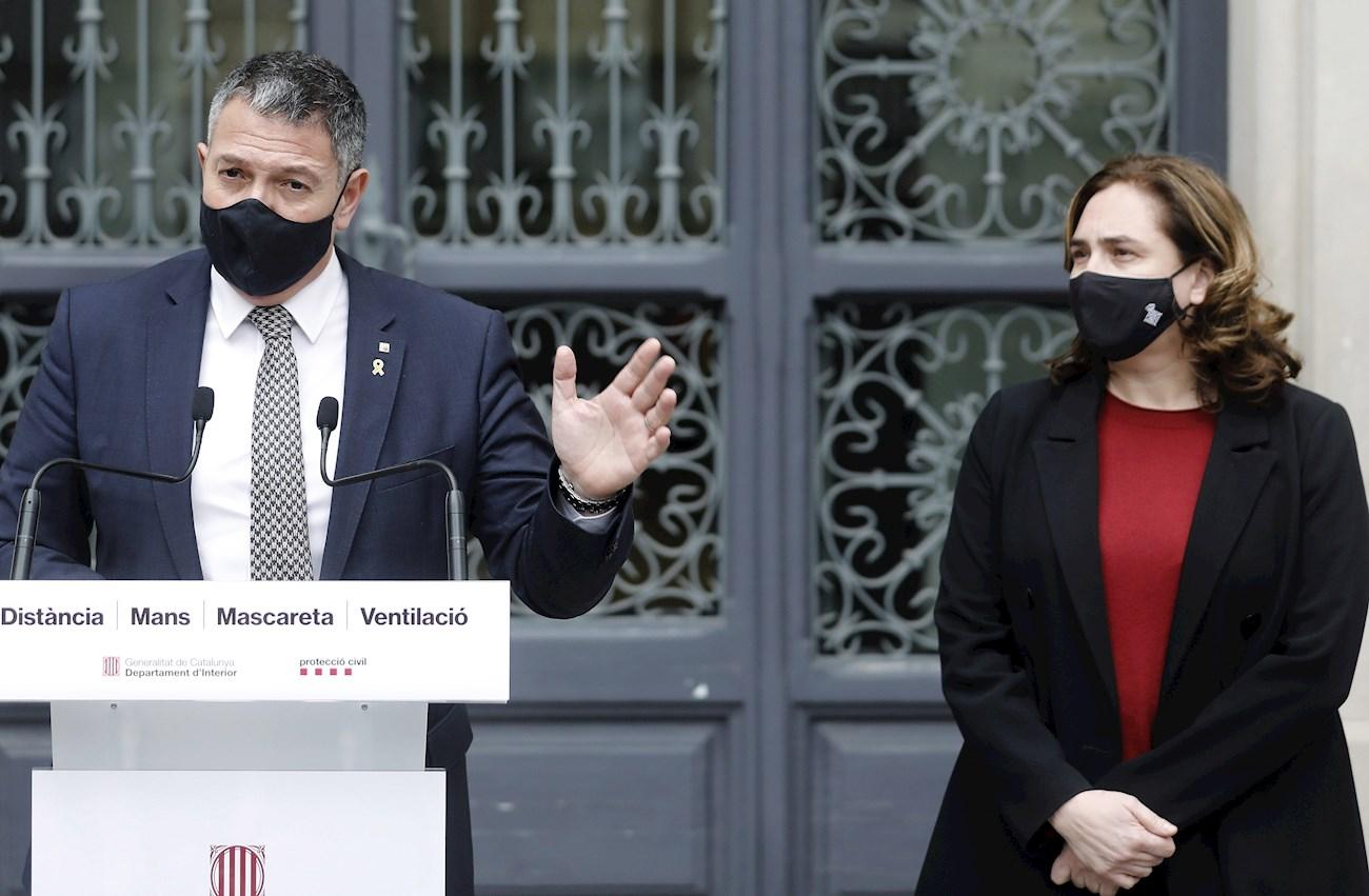 El conseller de Interior, Miquel Sàmper, y la alcaldesa de Barcelona, Ada Colau, tras la reunión que mantuvieron para valorar los disturbios tras las protestas en apoyo de Pablo Hasel, el 1 de marzo de 2021 | EFE/AD/Archivo