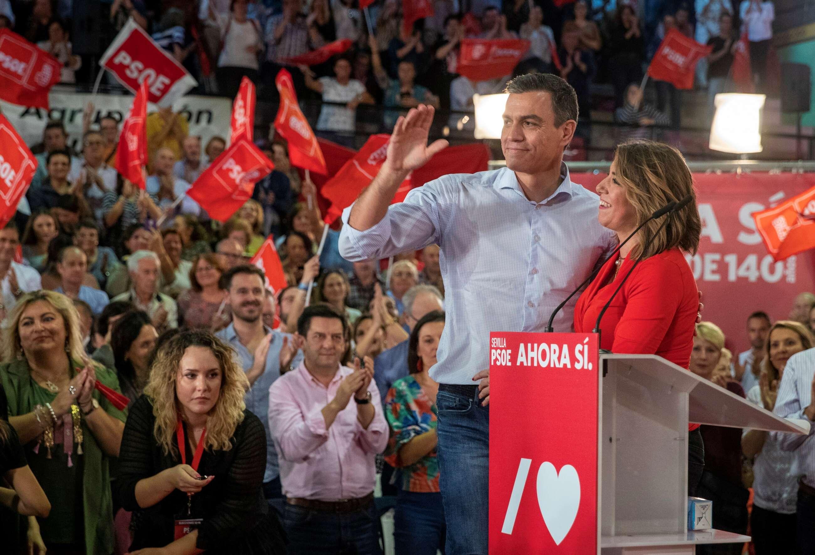 Pedro Sánchez y Susana Díaz durante la campaña electoral del 9-N en Sevilla. EFE