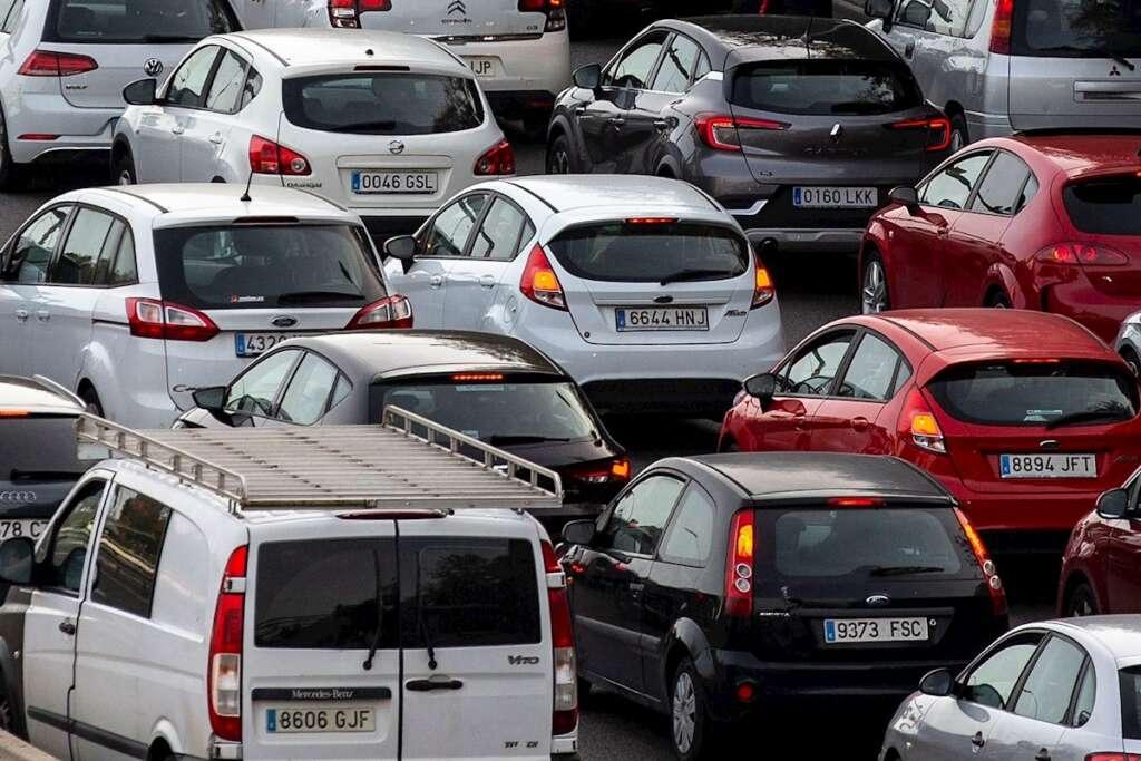 Un total de 83.000 vehículos han salido del área metropolitana de Barcelona en la segunda fase de la Semana Santa en Cataluña. EFE/ Enric Fontcuberta