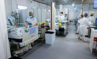 Personal sanitario del Hospital Parc Taulí de Sabadell (Barcelona) trabaja en la UCI para enfermos de Covid-19 | EFE/QG/Archivo