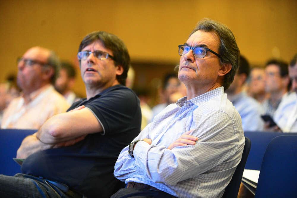 Los expresidentes Carles Puigdemont y Artur Mas, en el congreso funcional del Pdecat / CDC