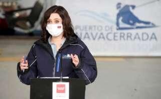 La presidenta de la Comunidad de Madrid, Isabel Díaz Ayuso durante la rueda de prensa tras su visita al Puerto de Navacerrada. EFE/Juan Carlos Hidalgo
