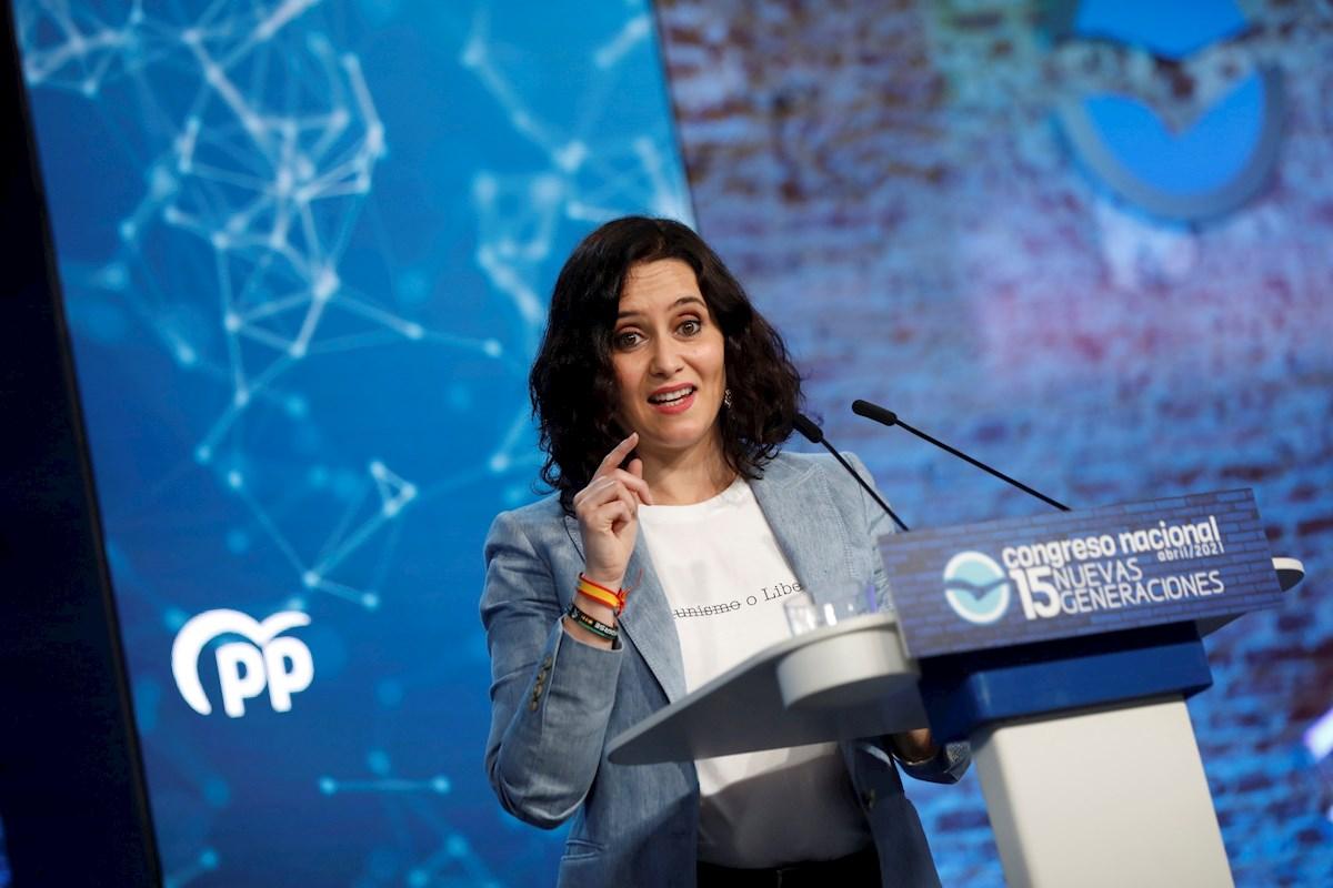 La presidenta de la Comunidad de Madrid, Isabel Díaz Ayuso, durante su intervención en la inauguración del Congreso de Nuevas Generaciones del PP que tiene lugar este sábado en Madrid. EFE/David Fernández