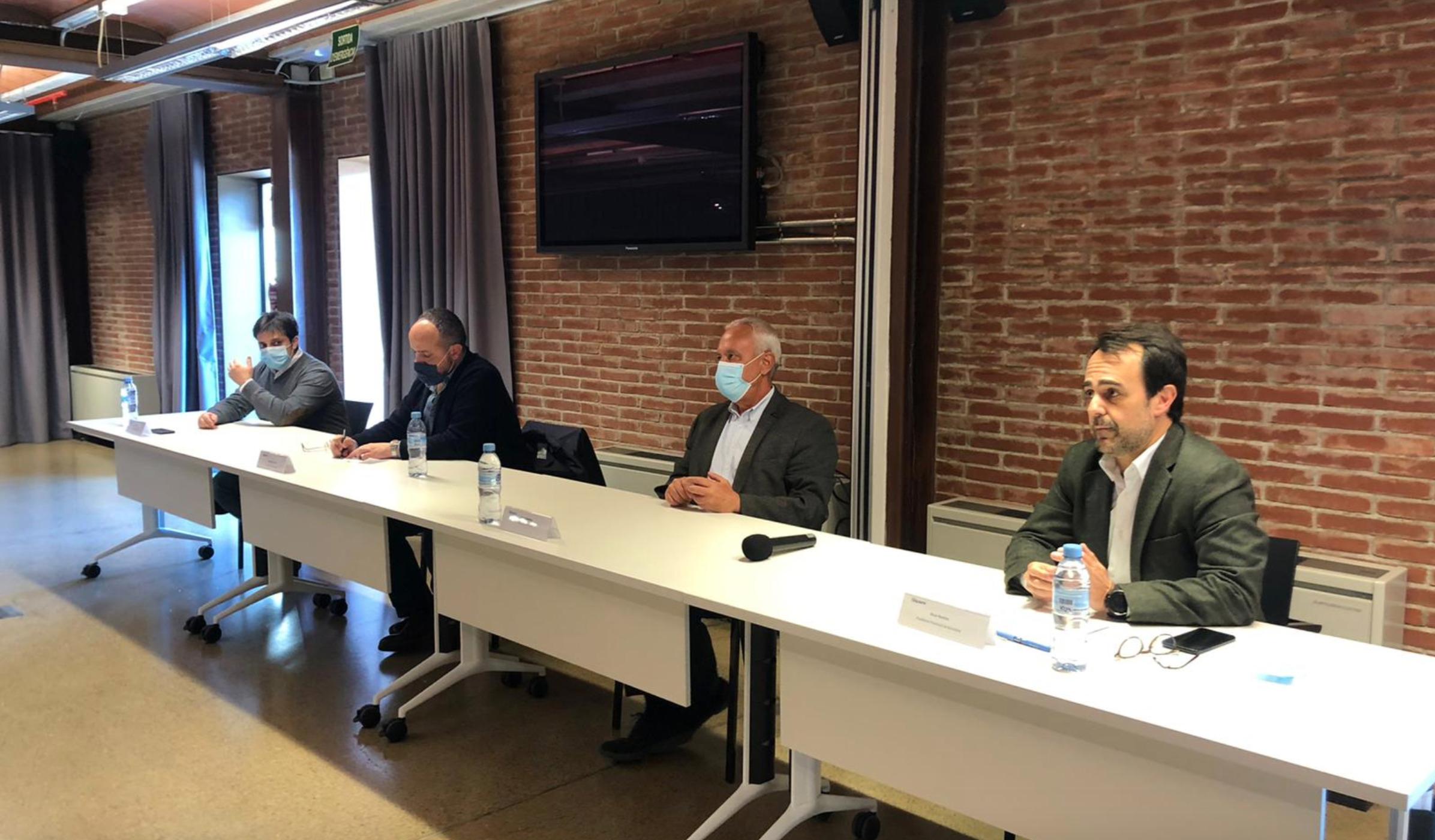 El presidente del PPC, Alejandro Fernández, junto al secretario General, Santi Rodríguez, y el presidente provincial de Barcelona, Óscar Ramírez / PP Barcelona