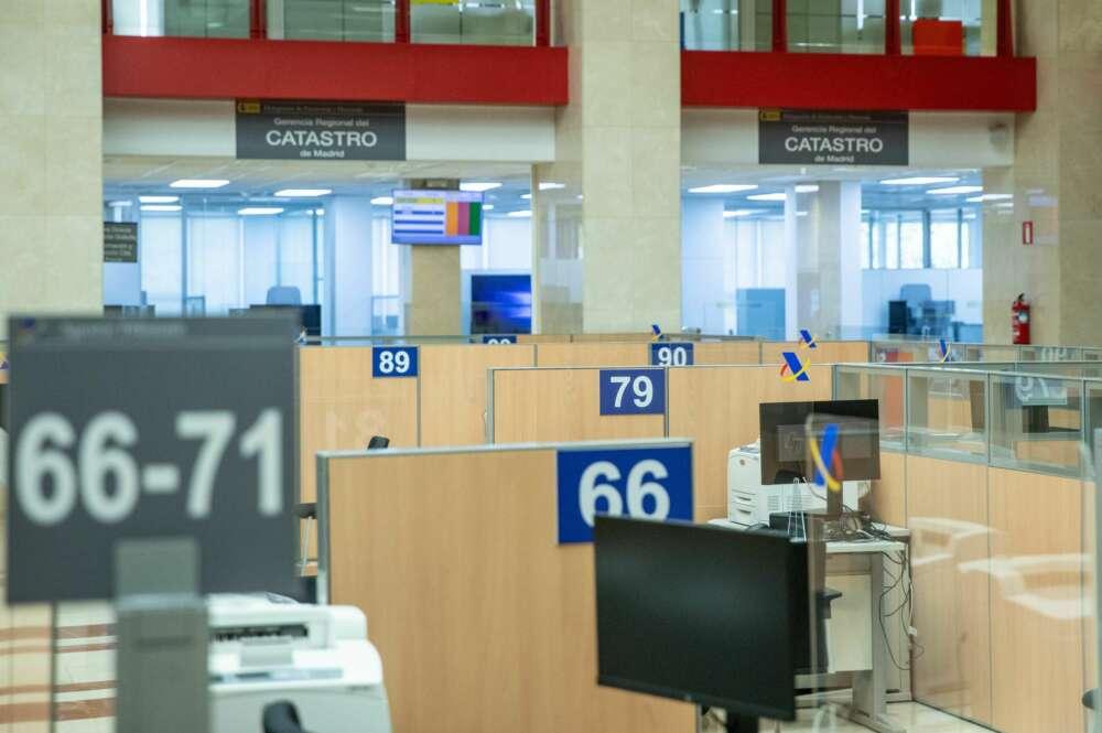 Vista de las instalaciones para la atención presencial en la delegación de Hacienda de la madrileña calle de Guzmán el Bueno.-EFE/Rodrigo Jiménez/Archivo